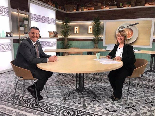 El conseller d'Interior de la Generalitat, Miquel Sàmper, i la periodista Gemma Nierga