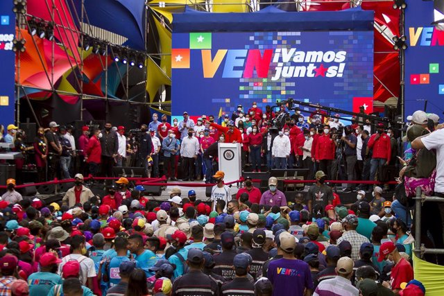 03 December 2020, Venezuela, Caracas: Venezuelan President Nicolas Maduro delivers a speech during a rally ahead of the controversial general election scheduled to take place on 06 December 2020 in the politically deeply divided South American country. Ph