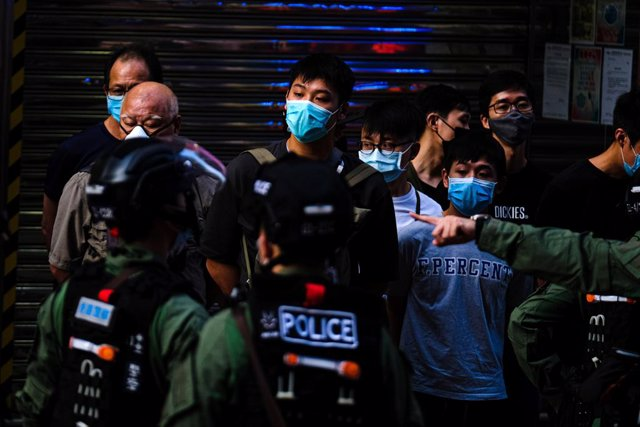 06 September 2020, China, Hong kong: Riot cops detain protesters during an anti government protest after the government delayed a Legislative Council election for one year citing the coronavirus (COVID-19). Photo: Keith Tsuji/ZUMA Wire/dpa