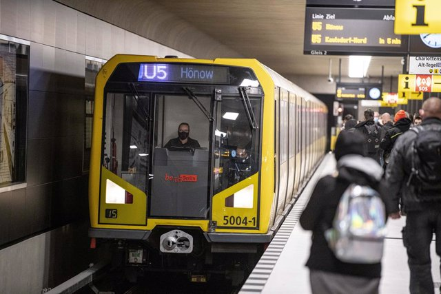 04 December 2020, Berlin: A train enters the platform of the Unter den Linden station of the newly opened U5 subway route. Photo: Fabian Sommer/dpa