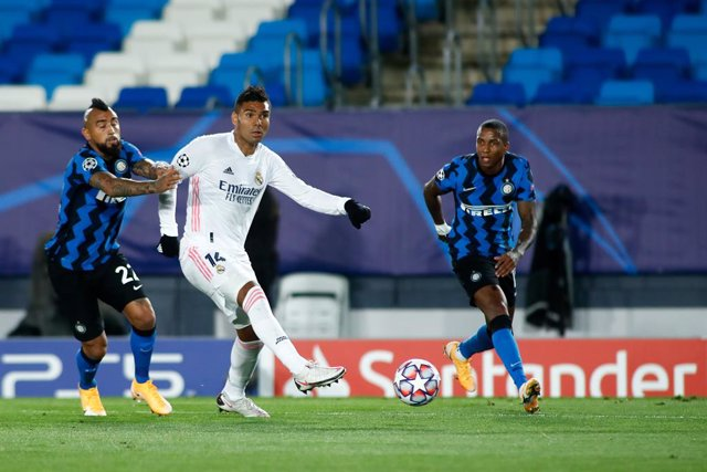 Carlos Henrique Casemiro of Real Madrid and Arturo Vidal of Inter in action during the UEFA Champions League, Group B, football match played between Real Madrid and FC Internazionale Milano at Alfredo Di Stefano stadium on November 03, 2020, in Valdebebas