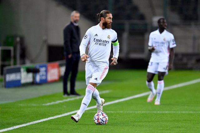 FILED - 27 October 2020, North Rhine-Westphalia, Moenchengladbach: Real Madrid's Sergio Ramos in action during the UEFA Champions League Group B soccer match between Borussia Moenchengladbach and Real Madrid at the Borussia-Park stadium. Real Madrid centr