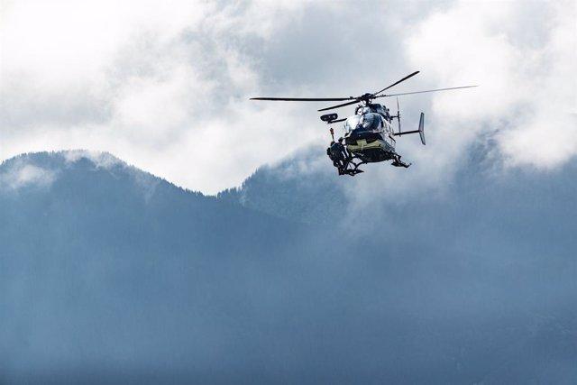 Foto de archivo de un helicóptero de la gendarmería francesa en los Alpes.