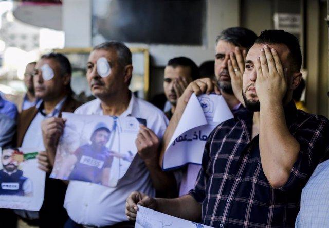 Protesta en Palestina por los ataques contra periodistas.