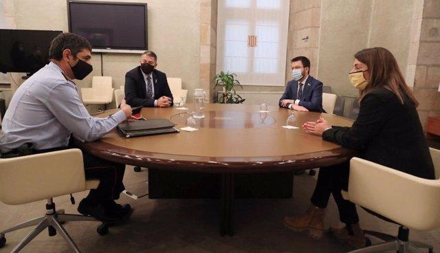 Aragonès, Budó i Sàmper es reuneixen per primera vegada amb el major Trapero