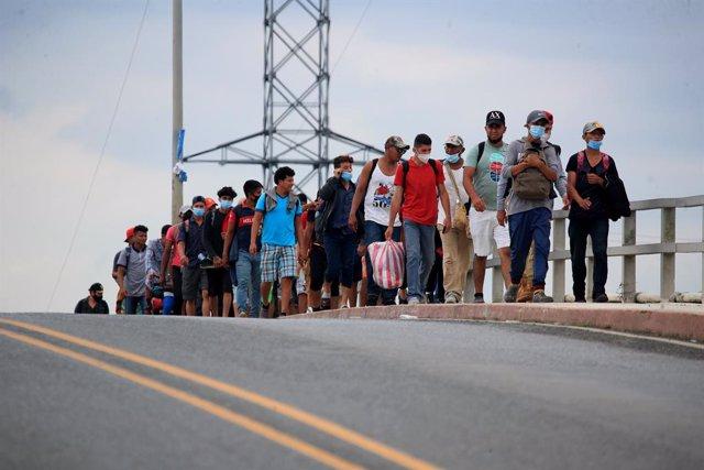 Llegada de migrantes hondureños a Izabal, Guatemala