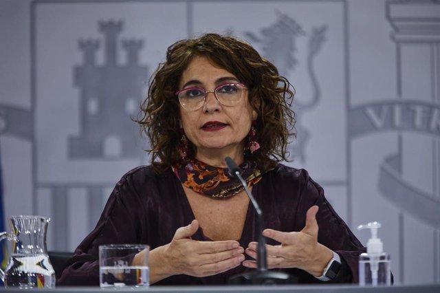 La ministra portavoz y de Hacienda, María Jesús Montero, comparece en rueda de prensa tras el Consejo de Ministros celebrado en Moncloa, Madrid (España), a 9 de diciembre de 2020.