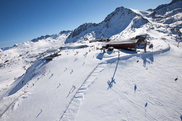 Vista de la estación de llegada del Funicamp en el sector de Encamp de Grandvalira