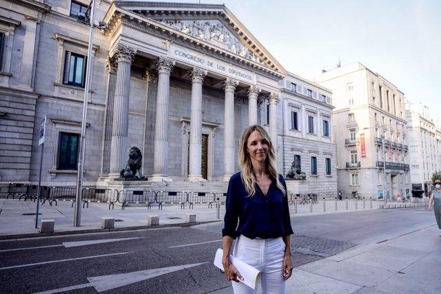 La exportavoz del Grupo Popular en el Congreso, Cayetana Álvarez de Toledo, ofrece una declaración pública en el exterior del Congreso