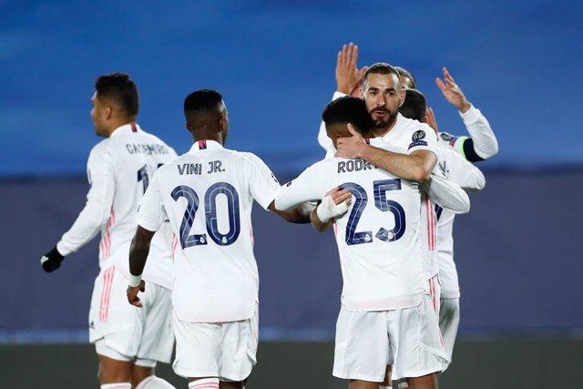 Karim Benzema celebra el primer gol de este miércoles ante el Borussia Moenchengladbach