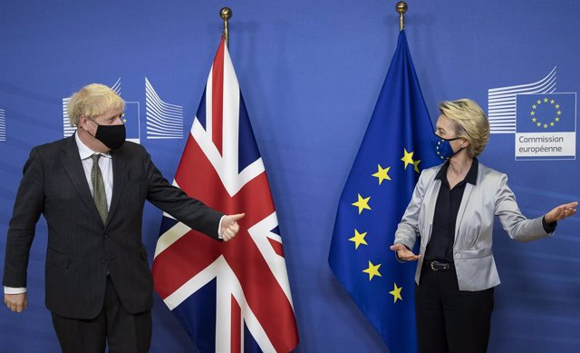 09 December 2020, Belgium, Brussels: UK Prime Minister Boris Johnson (L) welcomed by European Commission president Ursula von der Leyen ahead of their dinner meeting to discuss the Brexit issues. Photo: Aaron Chown/PA Wire/dpa