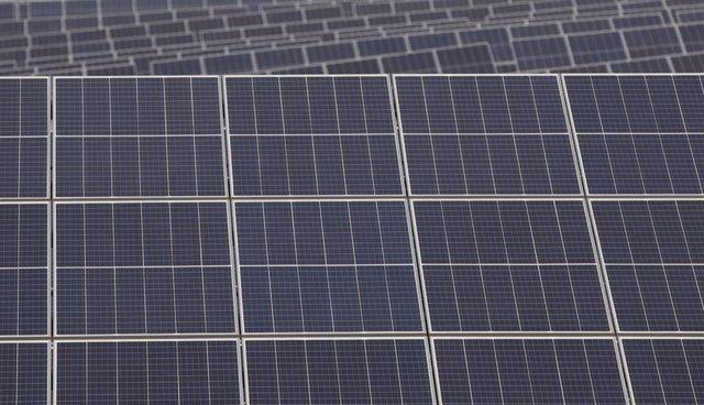 Paneles solares de la planta Andévalo de Iberdrola, primer proyecto fotovoltaico de la compañía en Andalucía. En Puebla de Guzmán (Huelva, Andalucía, España), a 30 de septiembre de 2020.