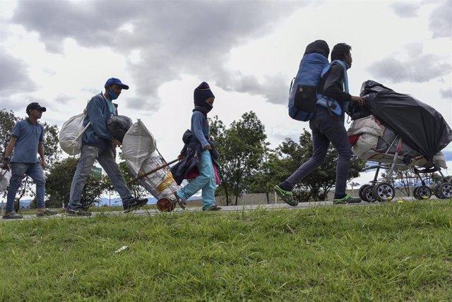 Migrantes venezolanos vuelven a su país desde Colombia por la pandemia de coronavirus