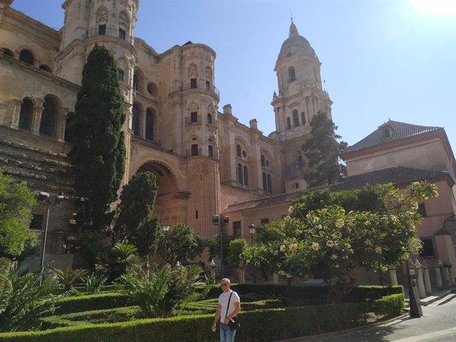 Vista de la Catedral de Málaga por calle Císter