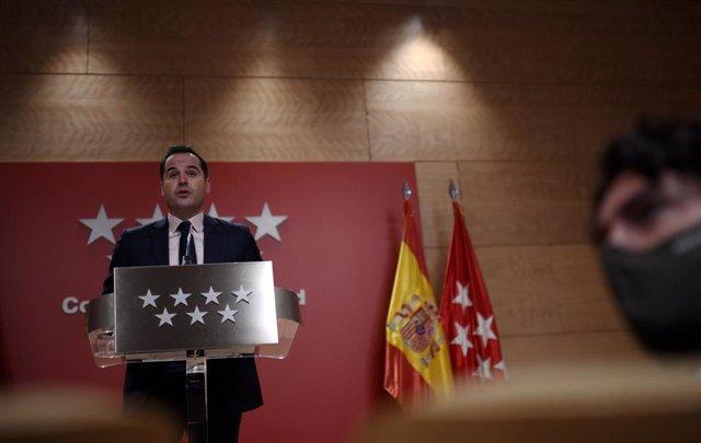 El vicepresidente, consejero de Deportes, Transparencia y portavoz de la Comunidad de Madrid, Ignacio Aguado, en rueda de prensa posterior al Consejo de Gobierno de la comunidad, en la Real Casa de Correos, Madrid (España), a 9 de diciembre de 2020.