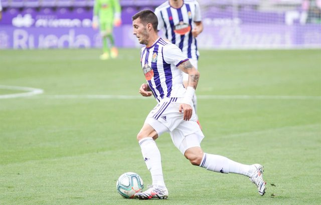 Sergi Guardiola of Real Valladolid controls the ball during the spanish league, La Liga, football match played between Real Valladolid and FC Barcelona at Jose Zorrilla Stadium on July 11, 2020 in Valladolid, Spain.