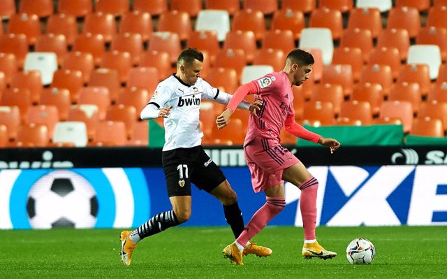 Denis Cheryshev of Valencia CF and Federico, Fede Valverde of Real Madrid  during the La Liga Santander mach between Valencia and Real Madrid at Estadio de Mestalla on November 8, 2020 in Valencia, Spain