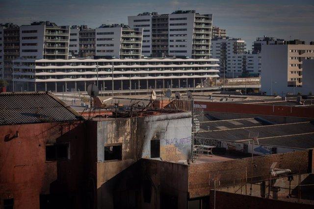Estat de la nau ocupada al barri del Gorg després de l'incendi d'aquesta nit. Badalona, Catalunya (Espanya), 10 de desembre del 2020.