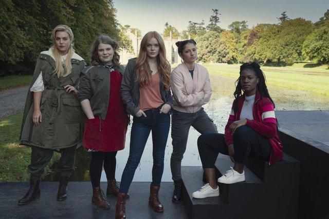 """Fans de Winx Club, indignados con el reboot de Netflix: """"Parecen las madres del AMPA"""""""