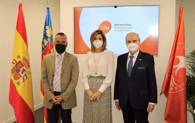 De izda. A dcha; Antonio Ruiz (Proyecto HU-CI), Eva María Giner (Universidad Internacional de Valencia) y Javier E. Gómez-Ferrer (ASISA)
