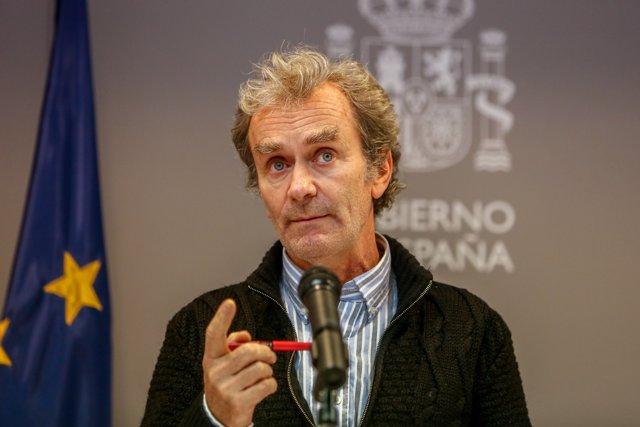 El director del Centro de Coordinación de Alertas y Emergencias Sanitarias, Fernando Simón, ofrece una rueda de prensa en Madrid (España), a 10 de diciembre de 2020.