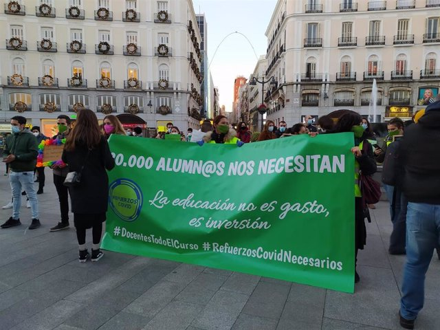 Concentración de profesores en la Puerta del Sol.