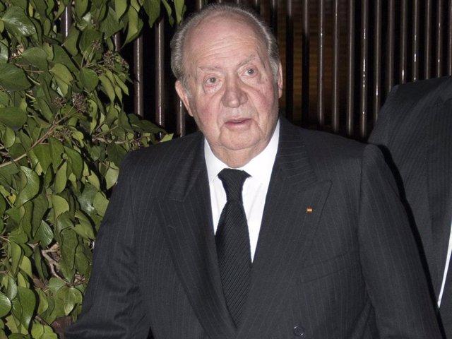 Miguel Primo de Rivera falleció el pasado 3 de diciembre a los 84 años de edad y el Rey Emérito don Juan Carlos acudió anoche a su misa funeral celebrada en la parroquia de Santa María de Caná en la localidad madrileña de Pozuelo de Alarcón