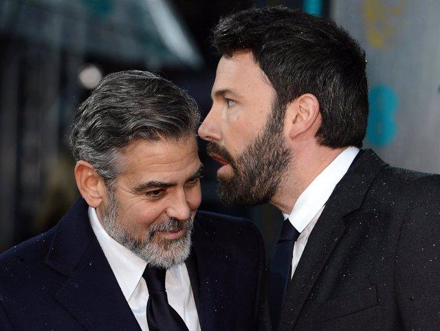 George Clooney y Ben Affleck en la ceremonia de los BAFTA de 2013