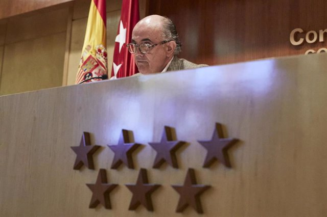 El viceconsejero de Salud Pública y Plan Covid-19 de la Comunidad de Madrid, Antonio Zapatero, ofrece una rueda de prensa en la Consejería de Sanidad, en Madrid (España), a 11 de diciembre de 2020.