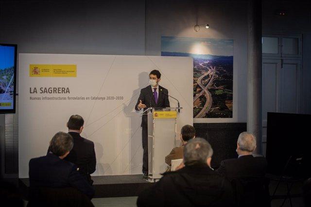 El conseller de Territori i Sostenibilitat de la Generalitat, Damià Calvet, aquest divendres durant la presentació del Pla de Rodalies de Catalunya 2020-2030