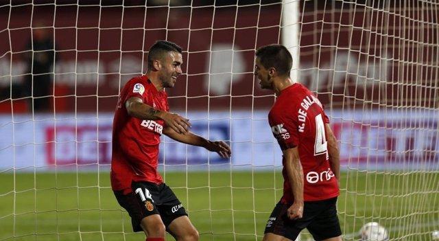 Los jugadores del RCD Mallorca Dani Rodríguez e Íñigo Ruiz de Galarreta