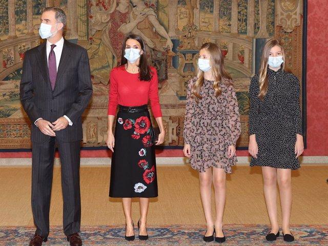 Els reis i les seves filles Elionor i Sofia han presidit la reunió del Patronat de la Fundació Princesa de Girona.