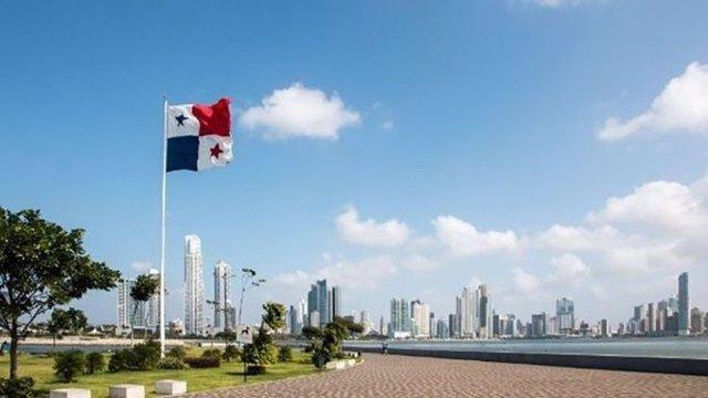 Panamá ciudad con bandera