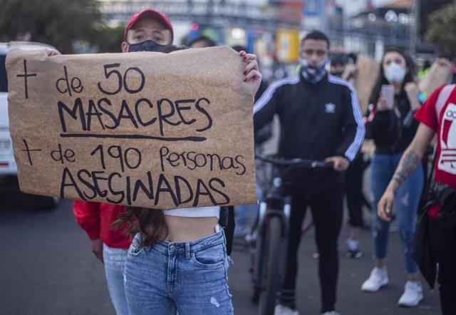 Manifestación en Bogotá para protestar contra las últimas masacres ocurridas en varios departamentos de Colombia