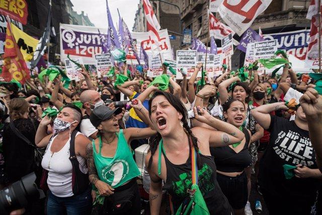 Celebració de l'aprovació en cambra de diputats d'Argentina de la llei de l'avortament