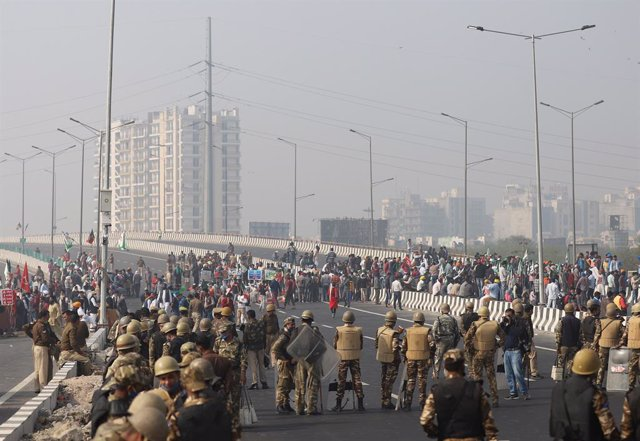 08 December 2020, India, New Delhi: Indian Security forces are deployed as farmers block a highway in Delhi to protest against the newly passed agricultural bills. Photo: Amarjeet Kumar Singh/SOPA Images via ZUMA Wire/dpa