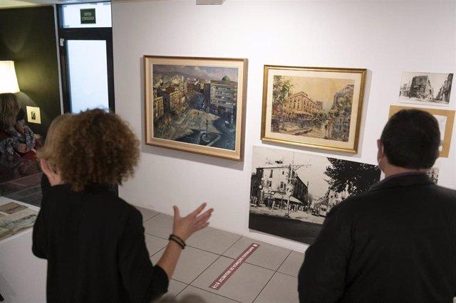 Cuadros en la exposición de fondos especiales de la Fudació Iluro en Mataró (Barcelona).