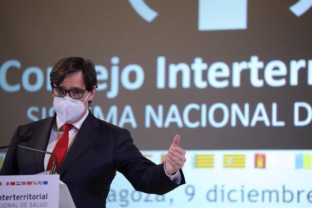 El ministro de Sanidad, Salvador Illa, ofrece una rueda de prensa tras el Consejo Interterritorial  del Sistema Nacional de Salud (SNS), en Zaragoza (España), a 9 de diciembre de 2020.