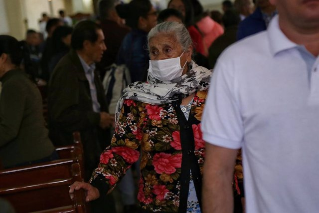15 March 2020, Colombia, Bogota: An elderly woman wearing a face mask as she attends a mass in a church amid the coronavirus (COVID-19) outbreak. Coronavirus has now spread to 17 of the 20 Latin American countries. Photo: Camila Diaz/colprensa/dpa