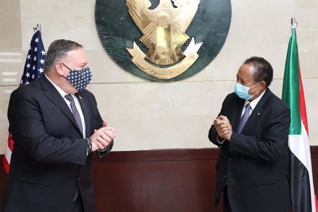 HANDOUT - 25 August 2020, Sudan, Khartoum: Sudanese Prime Minister Abdalla Hamdok (R) receives US Secretary of State Mike Pompeo prior to their meeting. Photo: -/Sudanese Government via Saudi Press Agency/dpa - ATTENTION: editorial use only and only if th
