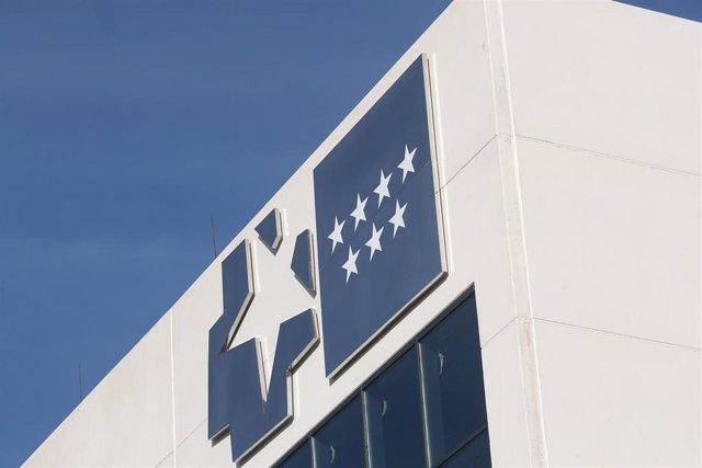 Estrellas de la Comunidad de Madrid en el exterior del Hospital de Emergencias de la Comunidad de Madrid, el Hospital Isabel Zendal, en la zona de Valdebebas, Madrid (España), a 11 de noviembre de 2020.