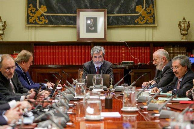 El presidente del Consejo General del Poder Judicial y del Tribunal Supremo (CGPJ), Carlos Lesmes, preside el pleno del CGPJ.