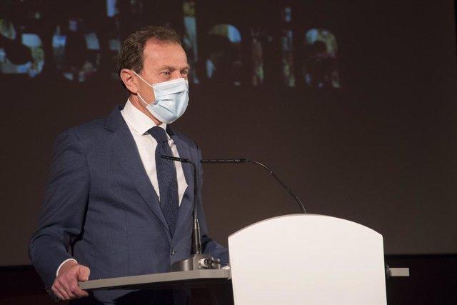 El exfutbolista Emilio Butragueño durante el acto donde Paz Padilla ha sido nombrada madrina de los Voluntarios de Madrid en la Caja de Música, en Madrid (España), a 04 de diciembre de 2020.