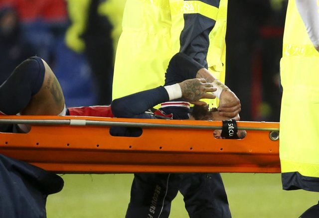 Neymar Jr of PSG, injured with a sprained ankle, leaves the pitch on a stretcher during the French championship Ligue 1 football match between Paris Saint-Germain (PSG) and Olympique Lyonnais (OL) on December 13, 2020 at Parc des Princes stadium in Paris,