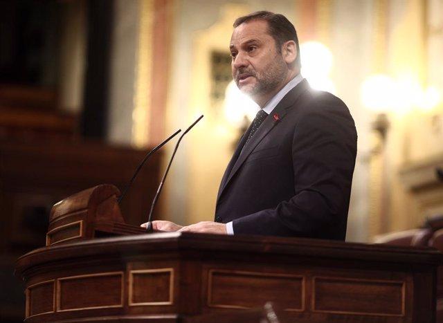 El ministro de Transportes, Moviliad y Agenda Urbana, José Luis Ábalos, interviene durante una sesión plenaria en la Cámara Baja, en Madrid (España), a 1 de diciembre de 2020. El Pleno afronta desde ayer la fase final del debate del proyecto de Presupuest