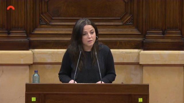 La diputada de la CUP en el Parlament Maria Sirvent en el pleno de la Cámara catalana.