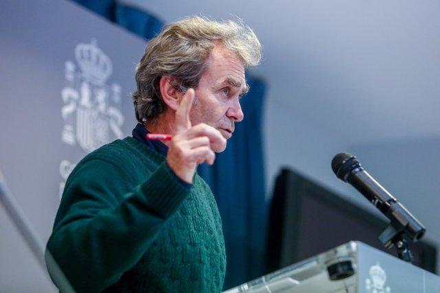 El director del Centro de Coordinación de Alertas y Emergencias Sanitarias, Fernando Simón, ofrece una rueda de prensa en Madrid (España), a 14 de diciembre de 2020.