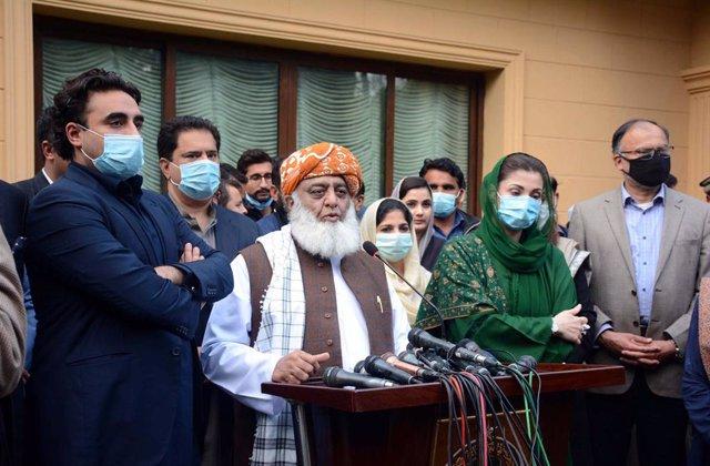 Los líderes del Movimiento Democrático de Pakistán (MDP): Fazlur Rehman (Asamblea de Clérigos Islámicos, Jamiat Ulema e Islam, JUI-F), Maryam Nawaz (Liga Musulmana de Pakistán-Nawaz, PML-N) y Bilawal Bhutto-Zardari (Partido del Pueblo Paquistaní, PPP)