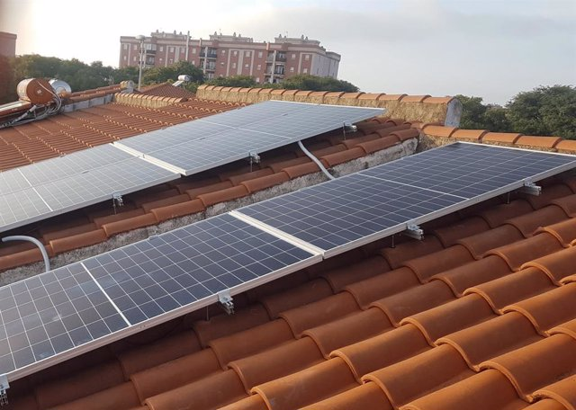 Una instalación de placas solares fotovoltaicas