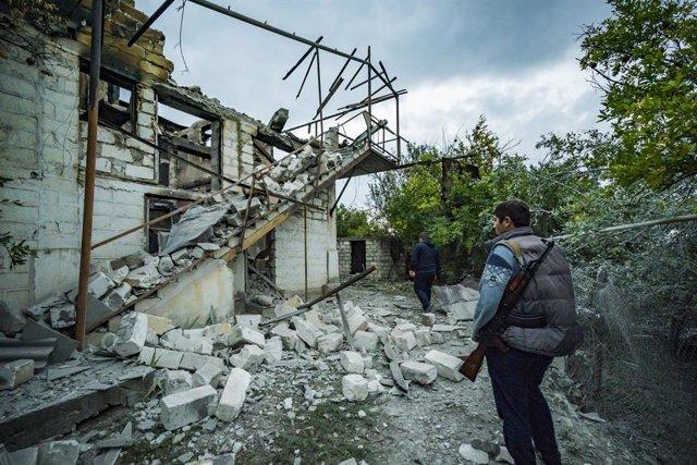 Una casa destruida por los combates en la región de Martakert, en Nagorno Karabaj